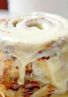 Clone of a Cinnabon. went through a craving phase for Cinnabon while i was pregnant and this saved me! Delicious Desserts, Dessert Recipes, Yummy Food, Easter Recipes, Holiday Recipes, Healthy Food, Healthy Recipes, Cupcakes, No Yeast Cinnamon Rolls
