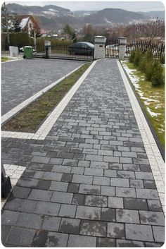 chodnik wykonany z kostki brukowej Libet