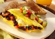 Southwest Black Bean Omelet I think I overcooked it. To me, it was just ok, but Michael liked it for dinner. Post Workout Food, Workout Meals, Workouts, Food To Gain Muscle, Food Inc, Good Food, Yummy Food, Recipe Details, Cheese Recipes