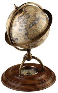 Globe terrestre avec boussole
