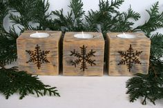 Rustic Wooden Tealight Holders with Snowflakes - Set of 3 - Reclaimed Wood Candle holder is a gadget utilized to hold a candle light in position. Now, you can make your own DIY candle holders. Wooden Christmas Decorations, Christmas Wood Crafts, Christmas Projects, Holiday Crafts, Christmas Crafts, Wood Burning Crafts, Wood Burning Art, Wooden Crafts, Diy Crafts