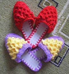 Pretty crochet slippers: free charts