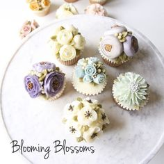 Blue, Gray & Violet_  #bloomingblossoms #cakery #flowercake #cake #cupcakes #flowercakeclass #LAbakingclass #LAflowercake #instafood #instaflower #homebaking #instacake #birthdaycake #bridalshower #weddingcake #cakestagram #wedding #babyshower #꽃스타그램 #꽃 #플라워케이크 #플라워컵케이크 #LA플라워케이크 #엘에이플라워케이크 #버터크림플라워케이크 #생일케이크 #EJ_Table