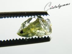 Cristal de saphir vert jaunâtre