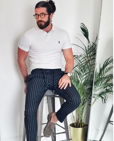 5 Ways To Wear Cropped Trousers For Men Black Trousers Outfit Casual, Cropped Trousers Outfit, Trousers Smart Casual, Trouser Outfits, Clothing Staples, Men's Clothing, Perfect Body Men, Best Business Casual Outfits, Black Polo Shirt