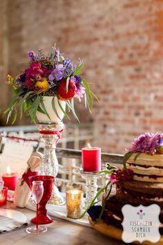 Mein Herz tanzt … Eine Hippie-Bohemian-Hochzeit mit einem fröhlich-bunten Farbkonzept zum Thema Tanzen --- Floristik, Papeterie, Dekoration, Konzept: www.tischleinschmueckdich.de Fotografie: www.timjudi.de Location: http://lab15.de/ Patisserie: www.restaurantzeitlos-dresden.de/torten.html Likörgläser: http://glashandwerk.com Weingläser: http://farbglashuette-lauscha.de/