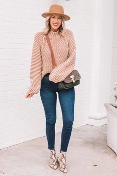 I am loving this easy fall sweater and boot outfit! Plus I am sharing a Marc Fisher coupon code. Winter Fashion Casual, Fall Fashion Trends, Autumn Winter Fashion, Fashion Hacks, Fashion Bloggers, Spring Fashion, Fashion Tips, Stylish Outfits, Winter Outfits