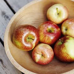 How did 346 people in small-town Washington State lose an average of 17 pounds each in 3 months? With regular exercise, balanced eating, and an apple with every meal. The typical apple has 5 grams of fiber, which makes you feel fuller.