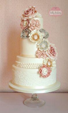 vintage wedding cake; via Silly Bakery Cakes