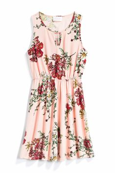 Perfect for a spring or summer wedding guest!