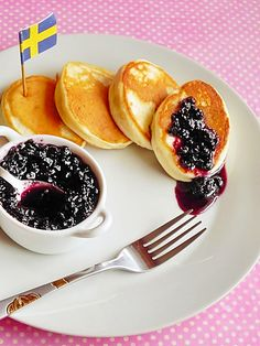 Swedish Pancakes (in Romanian) Easy Desserts, Dessert Recipes, Pork Recipes, Cooking Recipes, Swedish Pancakes, Fluffy Pancakes, Romanian Desserts, Wrap Sandwiches, Kids Meals
