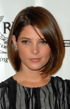 Ask a Hairstylist: How to Cut Your Hair for a Donation - - Ashley Greene at the 2009 Vision Awards. Medium Hair Cuts, Short Hair Cuts, Medium Hair Styles, Short Hair Styles, Haircut Medium, Short Bob Hairstyles, Hairstyles With Bangs, Glasses Hairstyles, Bob Haircuts