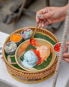 Thai Recipes, Asian Recipes, Sweet Recipes, Thai Dessert, Dessert Drinks, Fancy Desserts, Asian Desserts, Bubble Tea Shop, Authentic Thai Food