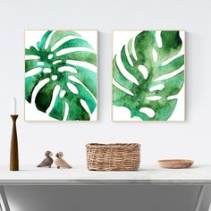 Botanical prints are so on trend right now! Download your free printable botanical prints now and pair with a monochrome quote print for an extra cool vibe