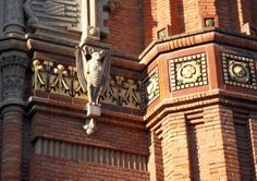 Some amazing brick details with gargouille, just love the sun effect