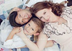 Simple pose but love the grace of the portrait. Family Portrait Poses, Family Picture Poses, Fall Family Photos, Family Photo Sessions, Family Posing, Beach Portraits, Family Pictures, Picture Ideas, Photo Ideas