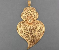 coração de viana filigrana - Pesquisa Google Christmas Ornaments, Holiday Decor, Instagram, Archive, Jewelry, Home Decor, Jewerly, Quilling, Jewlery