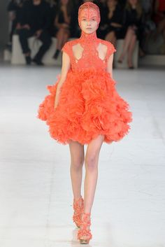 Don't take your keys with you. Runway Fashion, High Fashion, Paris Fashion, Women's Fashion, Orange Fluff, Fashion Colours, Spring Collection, Alexander Mcqueen, Ready To Wear