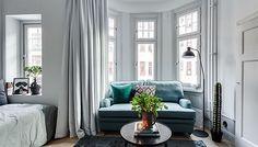 En riktig compact living-pärla. SÅ inspirerande och snyggt! #nyahemmet @henriknero @alexanderwhitesthlm