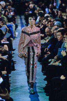 4ede02e42b60a0 Comme des Garçons Spring 2001 Ready-to-Wear Collection Photos - Vogue Rei  Kawakubo