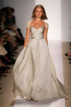 Another well known (and extremely beautiful) Reem Acra gown.