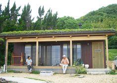 洲本草屋根の家