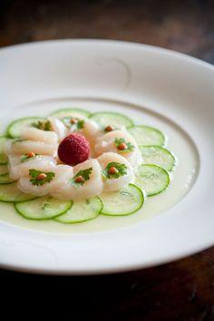 Scallops sashimi - a brave move if you dare! Sushi Recipes, Wine Recipes, Seafood Recipes, Gourmet Recipes, Cooking Recipes, Good Food, Yummy Food, Food Decoration, Molecular Gastronomy