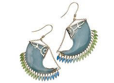 Nessa by Vanessa Mimran http://www.vogue.fr/joaillerie/shopping/diaporama/bijoux-vert-d-eau-chrysoprase-calcedoine-jade-pomellato-garnazelle/12553/image/742324#!nessa-by-vanessa-mimran-boucles-d-039-oreilles-holi-india