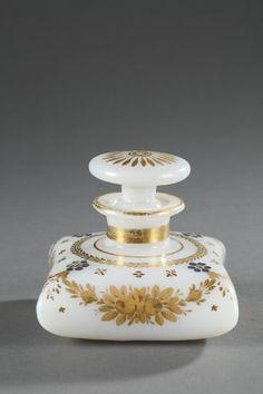 Flacon en opaline bulle de savon à décor Desvignes                                                                                                                                                                                 Plus
