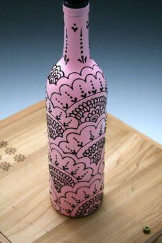 Henna Style Decorative Wine bottle Vase Sunshine by LucentJane Wine Bottle Vases. Henna Style Decorative Wine bottle Vase Sunshine by LucentJane Win Wine Bottle Vases, Glass Bottle Crafts, Soda Bottle Crafts, Garrafa Diy, Painted Glass Bottles, Glass Jars, Henna Style, Pink Bottle, Olive Oil Bottles