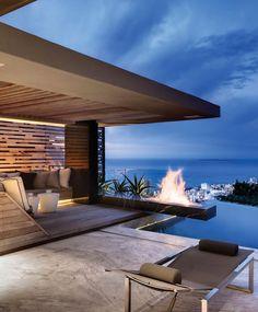 Quoi de mieux qu'une cheminée d'extérieur pour les fraîches soirées d'été ? Luxury Design a sélectionné les 40 plus belles terrasses avec cheminée.