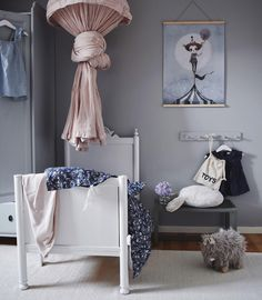 Love the dusty pink touches and the dreaminess of this kids room