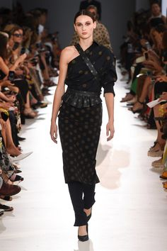 d2175d244867 Max Mara Spring 2019 Ready-to-Wear Fashion Show Collection  See the  complete Max Mara Spring 2019 Ready-to-Wear collection.
