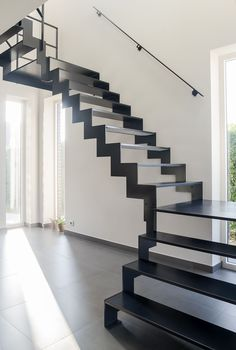 Genico Metal Stairs Black Thin Steel A Metal Staircase Is Staircase Architecture, House Staircase, Curved Staircase, Modern Staircase, Staircase Design, Staircase Ideas, Open Trap, Interior Stair Railing, Vertical Window Blinds
