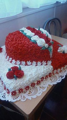 Elegant Wedding Cakes, Wedding Cake Designs, Pretty Cakes, Beautiful Cakes, Bolo Elsa, Buttercream Cake Designs, Cake Decorating Piping, Snowman Cake, Valentines Day Cakes