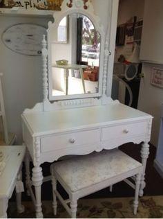 Vanity shabby chic - $190 (White marsh)