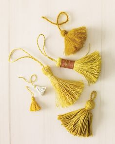 Handmade Tassel Crafts - Martha Stewart Crafts To hang on the center pieces Martha Stewart Manualidades, Diy Pompon, Craft Projects, Sewing Projects, Diy And Crafts, Arts And Crafts, Recycled Crafts, Martha Stewart Crafts, Mothers Day Crafts