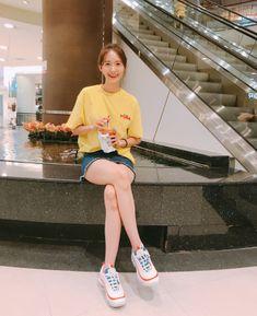 Yoona and Nike Air Max 97 Volt Glow, the model that is now rare, EU now . Sooyoung, Yoona Snsd, Snsd Fashion, Korean Fashion, Girl Fashion, Snsd Airport Fashion, Magazine Cosmopolitan, Instyle Magazine, Sexy Bikini