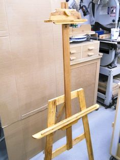 example of making Artist Easel / Chevalet de peintre Easels, Decoration, Projects To Try, Composition, Palette, Woodworking, Desk, Homemade, Artist