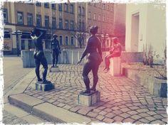 Die Stadtmutter von Karl-Marx-Stadt setzt der Langeweile auf dem Brühl ein Denkmal