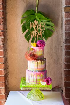 Drip Cakes Are Leading the Wedding Cake Trends, Here's Why on domino.com