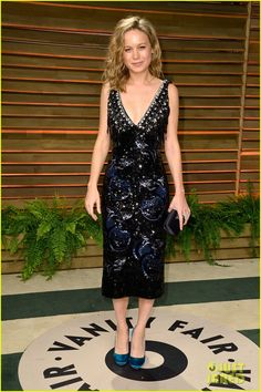 brie larson aubrey plaza vanity fair oscars party 2014 03 Brie Larson sparkles while hitting the carpet at the 2014 Vanity Fair Oscar Party hosted by Graydon Carter held during the 2014 Oscars on Sunday night (March 2)…