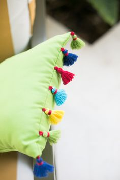 From blushing champagne towers to cozy movie and popcorn dates with your best girls, have a look at 12 of our absolute favorite shindigs of Crochet Cushions, Sewing Pillows, Diy Pillows, Handmade Pillow Covers, Handmade Pillows, Diy Cushion, Cushion Covers, Diy Furniture Couch, Furniture Projects