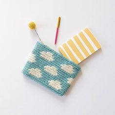 Marvelous Crochet A Shell Stitch Purse Bag Ideas. Wonderful Crochet A Shell Stitch Purse Bag Ideas. Crochet Pencil Case, Crochet Coin Purse, Crochet Pouch, Diy Crochet And Knitting, Crochet Purses, Love Crochet, Beautiful Crochet, Crochet Crafts, Crochet Projects