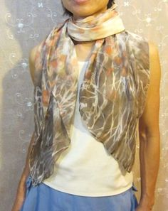 Our guest writer today is Terriea Kwong who has very kindly written a tutorial for us about eco printing onto silk. ******** This is the basic and simple way to do prints on silk chiffon. Chiffon Scarf, Print Chiffon, Silk Chiffon, Natural Dye Fabric, Natural Dyeing, Diy Scarf, How To Dye Fabric, Dyeing Fabric, Silk Painting