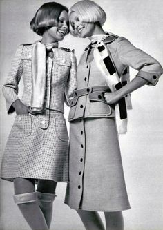 Retro Fashion Courrèges - Love the hair Sixties Fashion, Mod Fashion, Vogue Fashion, Vintage Fashion, 1960s Outfits, Vintage Outfits, Twiggy, 20th Century Fashion, Vintage Trends