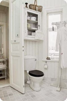 Shabby chic bathroom ideas vintage shabby chic bathroom decor this is the cabinet i want above . Baños Shabby Chic, Shabby Chic Zimmer, Shabby Chic Homes, Vintage Bathrooms, Chic Bathrooms, Country Bathrooms, Bad Inspiration, Bathroom Inspiration, Small Bathrooms