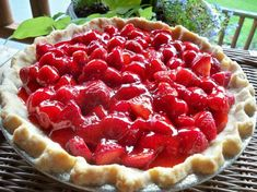 Make an old-fashioned Big Boy Strawberry Pie at home with this easy copycat recipe and video. A perfect dessert for enjoying fresh strawberries. Big Boy Strawberry Pie Recipe, Shoneys Strawberry Pie, Strawberry Desserts, Just Desserts, Delicious Desserts, Yummy Food, Cold Desserts, Pie Dessert, Dessert Recipes