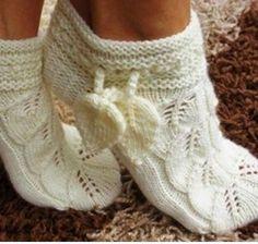 Diy Crafts Knitting, Knitted Slippers, Knitting Socks, Leg Warmers, Fingerless Gloves, Crochet, Handmade, Fashion, Slipper