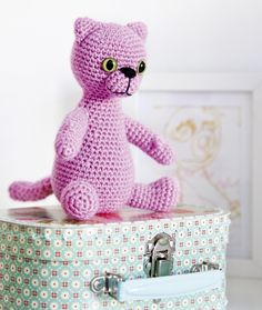 Pink Cat (needs to be translated) ~ free pattern Love Crochet, Crochet Toys, Crochet Baby, Cat Pattern, Free Pattern, Bear Doll, Pink Cat, Amigurumi Toys, Toy Boxes